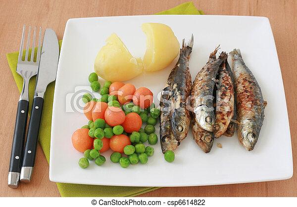 frito, Sardinas, vegetales - csp6614822