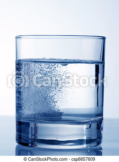 Effervescent tablet in water - csp6657609