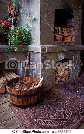 Stock fotografie van volle kegel brandhout veranda openhaard vat gezellig csp6663621 - Beelden van verandas ...