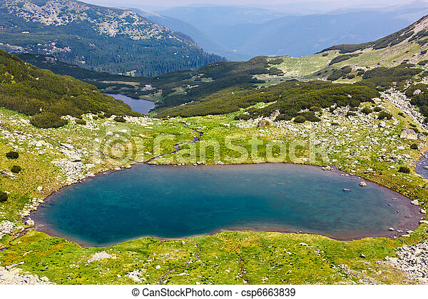 Glacial Lake Vidal in Parang mountains, Romania - csp6663839
