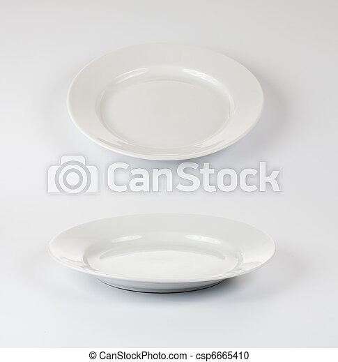 Set of round plates or dishes on white background - csp6665410