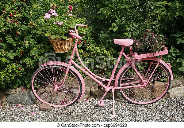 Stock fotografie von kleingarten dekoration altes weibliche fahrrad gemalt csp6694320 - Dekoration fahrrad ...
