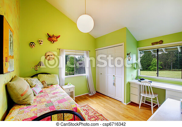Stock foto van groene geitjes meiden slaapkamer witte meubel groene csp6716342 zoek for Meisje slaapkamer fotos
