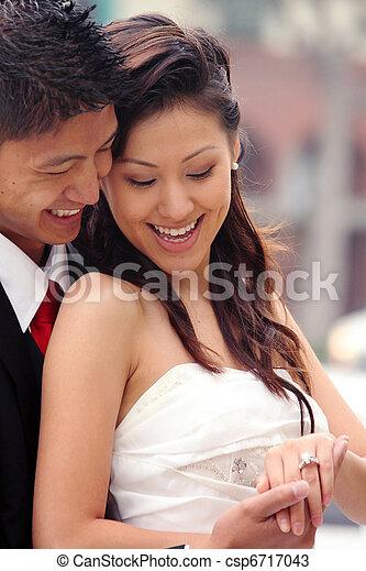 美麗, 夫婦, newlywed, 他們, 天的婚禮, 愉快 - csp6717043