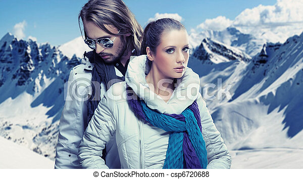 Smiling couple in the mountain - csp6720688