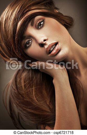 portrait, de,  a, jeune, femme, à,  long, cheveux - csp6721718
