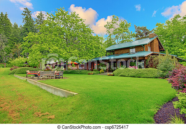 Large cider house with covered deck and garden - csp6725417