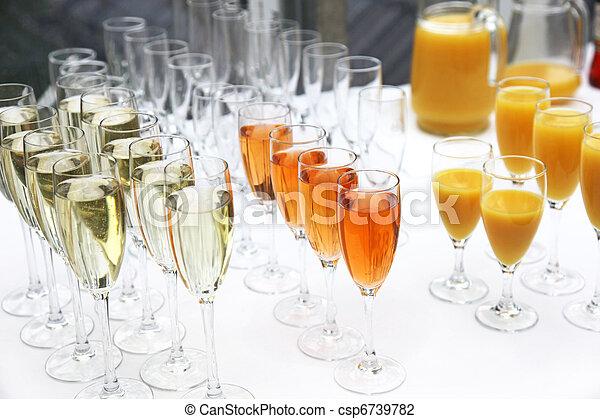 Stock of Viele Gl ser Sekt Champagner und Cocktails