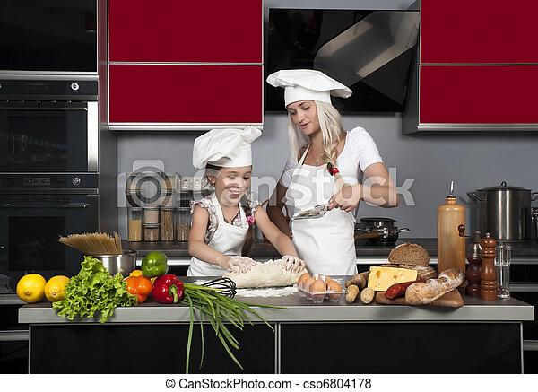 images de maman enseigne fille cuisinier cuisine table cru csp6804178 recherchez des. Black Bedroom Furniture Sets. Home Design Ideas
