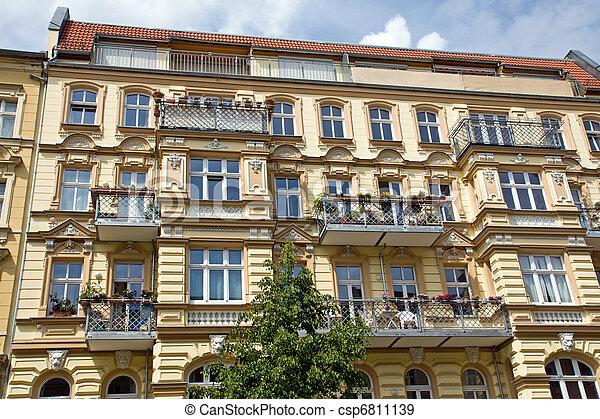 stock fotografien von nicely redeveloped altes reihenhaus in berlin csp6811139 suchen sie. Black Bedroom Furniture Sets. Home Design Ideas