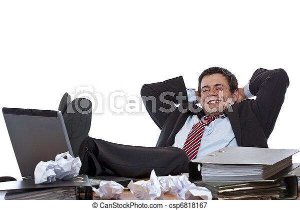 Photo jeune business homme rel che pieds bureau for Bureau homme