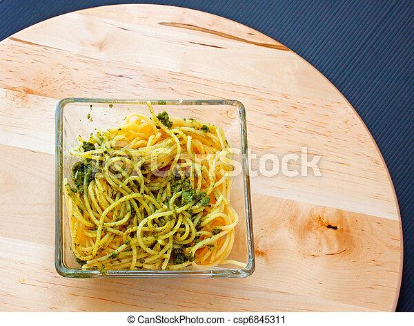 Spaghetti al pesto - csp6845311