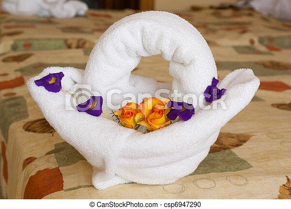 stock fotografie von handtuch art korb mit blumen handtuch art csp6947290 suchen. Black Bedroom Furniture Sets. Home Design Ideas