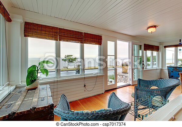 Ameican Cozy beach entrance and living room cottage - csp7017374