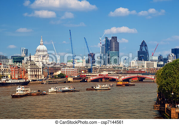River Thames and City of London. - csp7144561