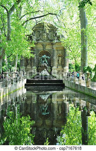 Medicis fountain in Luxembourg garden, paris - csp7167618