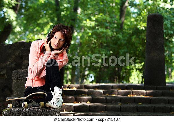 Plaatje van mooi tiener meisje headphones park mooi tiener csp7215107 zoek naar - Tiener meisje foto ...