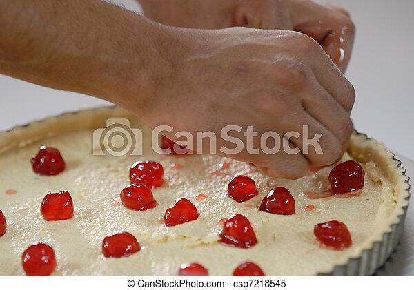 fabrication d'une tarte - csp7218545