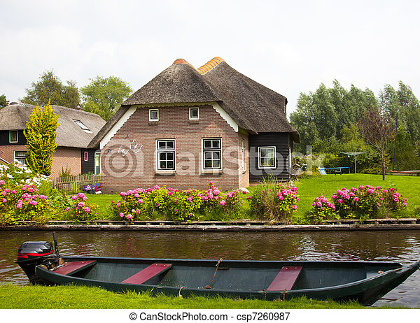 Picture of old traditional dutch house in giethoorn for Classic dutch house of 60m2