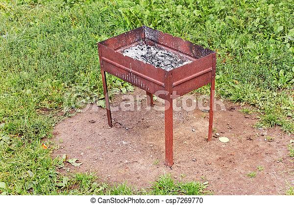 photographies de brasero apr s cuisine brasero charbon de bois et csp7269770. Black Bedroom Furniture Sets. Home Design Ideas