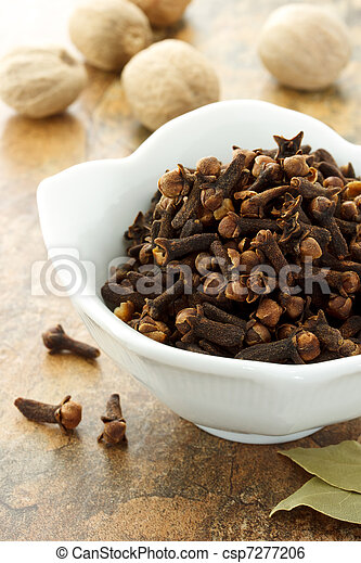Cloves with nutmegs and bay leave - csp7277206