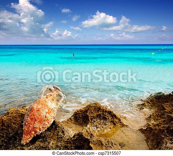 Amphora roman with marine fouling in Mediterranean - csp7315507