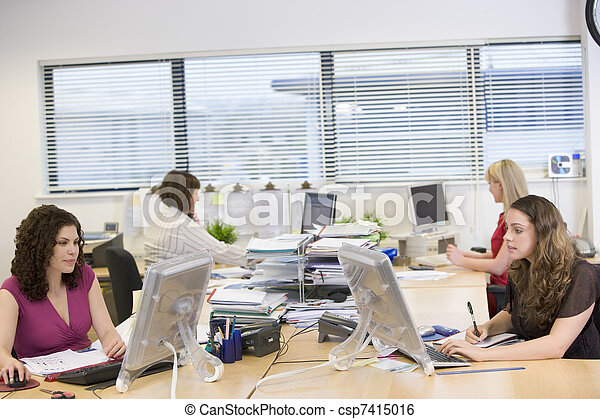 trabalhando, escritório, mulheres - csp7415016