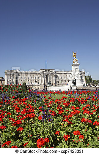 Buckingham Palace With Flowers Blooming In The Queen's Garden, L - csp7423831
