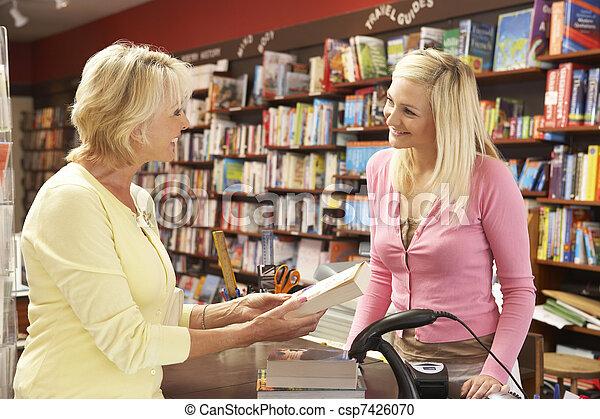 kund, bokhandel, kvinnlig - csp7426070