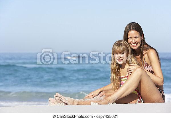 photographies de fille d lassant ensemble m re vacances plage m re csp7435021. Black Bedroom Furniture Sets. Home Design Ideas
