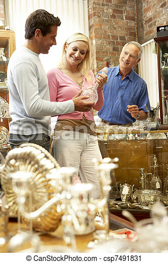 negozio antico, coppia, shopping - csp7491831