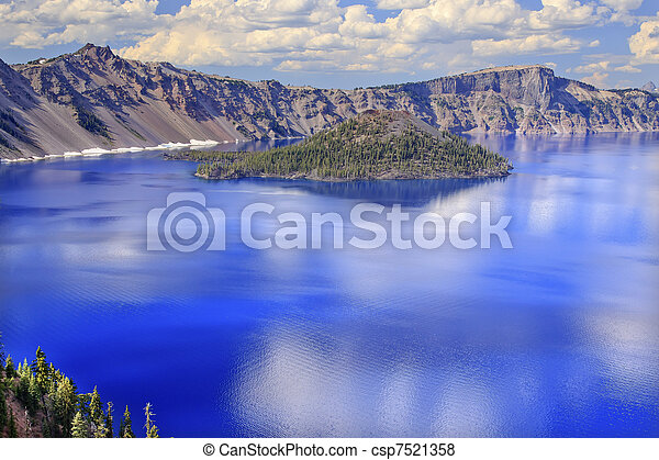 Crater Lake Reflection Wizard Island Clouds Blue Sky Oregon - csp7521358