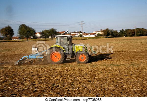 Images de tracteur courant acre labourer la terre - Labourer la terre ...