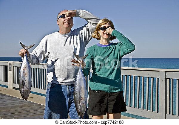 homem, mulher, segurando, peixe - csp7742188