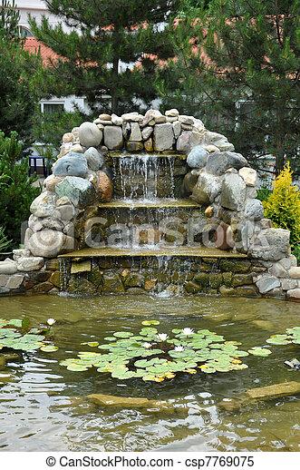 Stock bilder von gartengestaltung rutsche wasserfall for Gartengestaltung teich