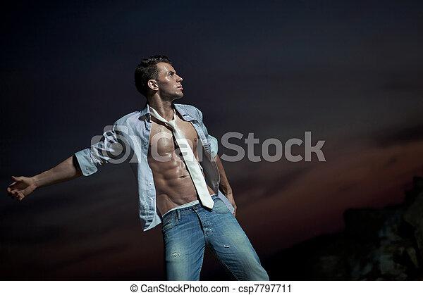encima, tarde, cielo, atractivo, hombre - csp7797711