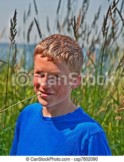 Stock fotografie van jongen 13 oud jaar buitenshuis verticaal dit csp7802090 zoek for Deco slaapkamer jongen jaar oud