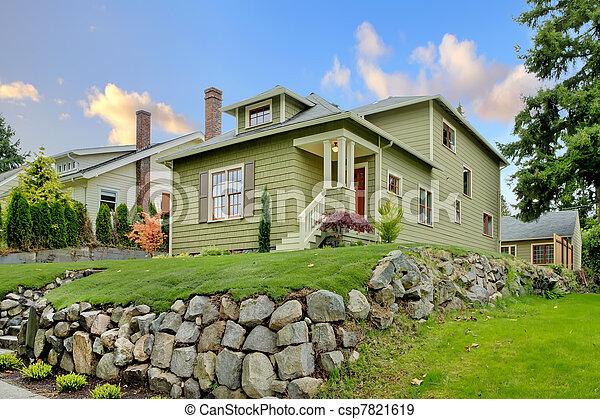 Banque de photographies de mignon artisan maison vert for Agrandissement maison zone verte
