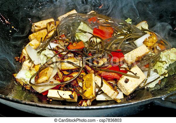 Photos de l gumes chinois wok l gumes dans a for Cuisinier wok