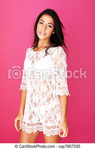Radiant Young Model With Gentle Expression - csp7907335