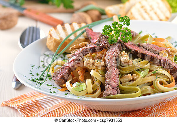 Pasta with grilled beef tenderloin - csp7931553