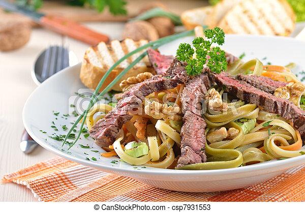 Pasta with grilled beef tenderloin - csp7931553