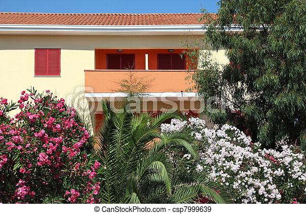 stock foto sch ne hell blumen b ume haus balkon. Black Bedroom Furniture Sets. Home Design Ideas