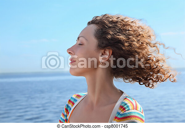 Profile of woman of which in  face blows marine wind - csp8001745