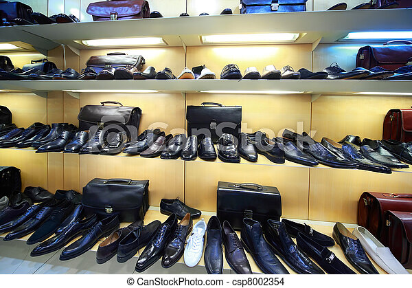Sale of masculine shoe is in shopping center - csp8002354
