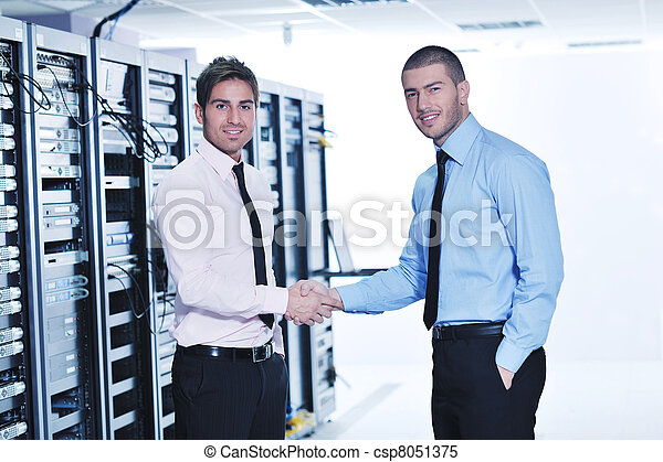 it enineers in network server room - csp8051375