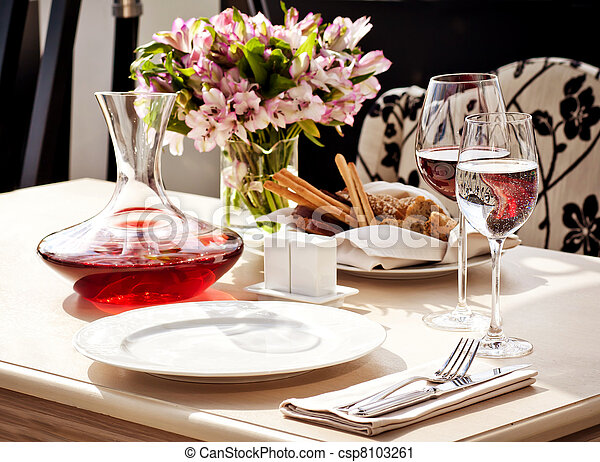Fine restaurant dinner table place setting - csp8103261
