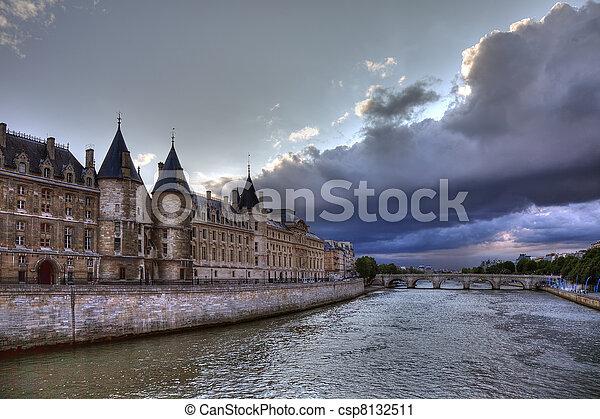 Conciergerie before rain in Paris, dramatic cloudscape. - csp8132511