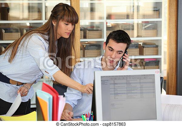 Salespersons working in collaboration - csp8157863