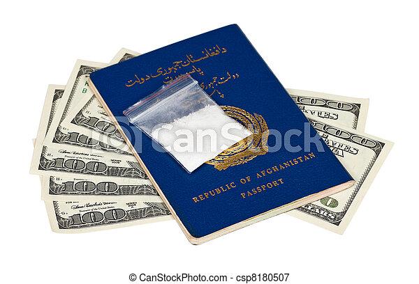 paquete, con, droga, encima, el, afgano, pasaporte, y,  U,  S, dólares - csp8180507